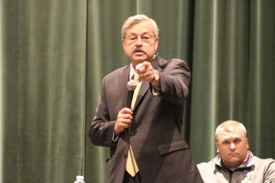Governor Terry Branstad visited North High School on Friday, October 16th to sign a proclamation involving students in Iowa and applying for college.