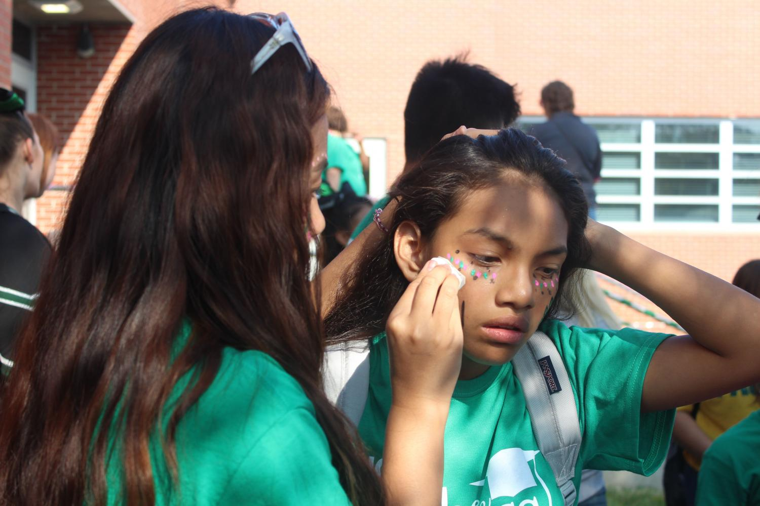 At+the+tailgate%2C+many+students+got+their+face+painted+showing+their+school+spirit.